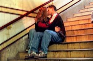 teens_kissing_wideweb__470x3100_xlarge